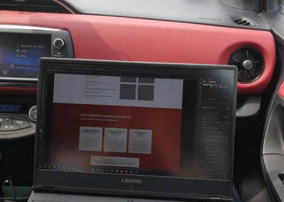 Bolya Imre webdesign autóút közben